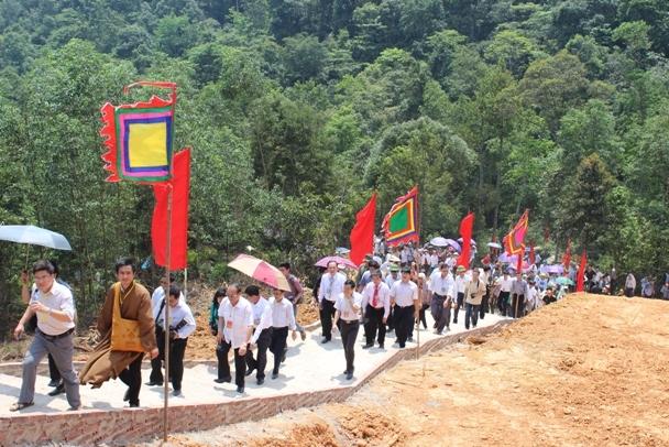 gan-ket-duong-hanh-huong-dong-tay-yen-tu-7-130051