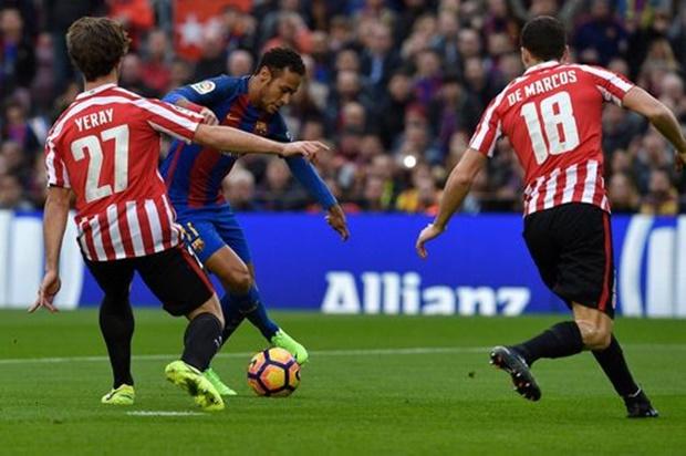 Messi lại sút phạt thành bàn, Barca đè bẹp Bilbao trên sân nhà