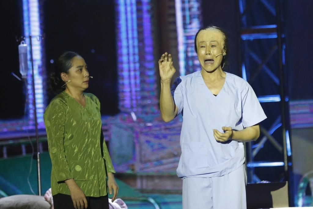 Hương Nam ngậm ngùi chia tay 'Lô tô show – Gánh hát ngàn hoa'