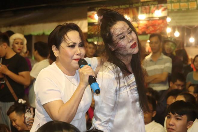 Khán giả bu kín xem Thanh Hằng nắm tóc La Kim Quyền